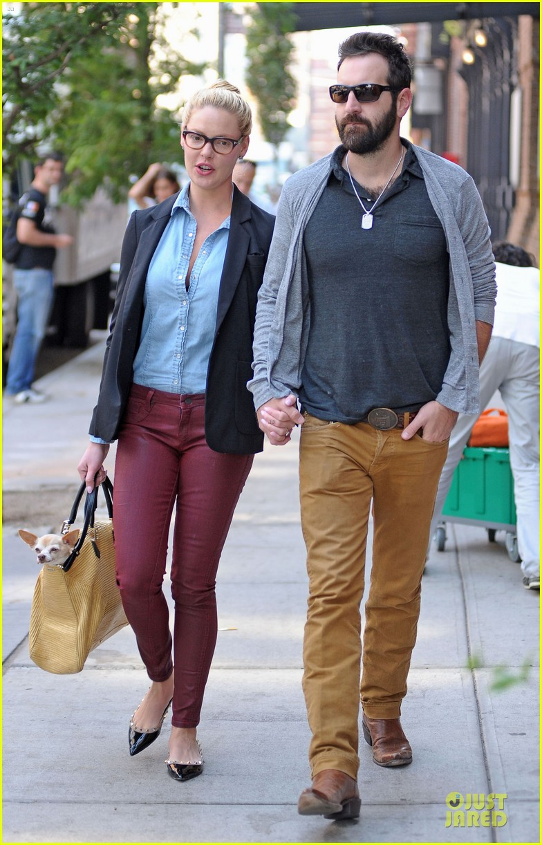 katherine heigl josh kelley hold hands after lunch 01