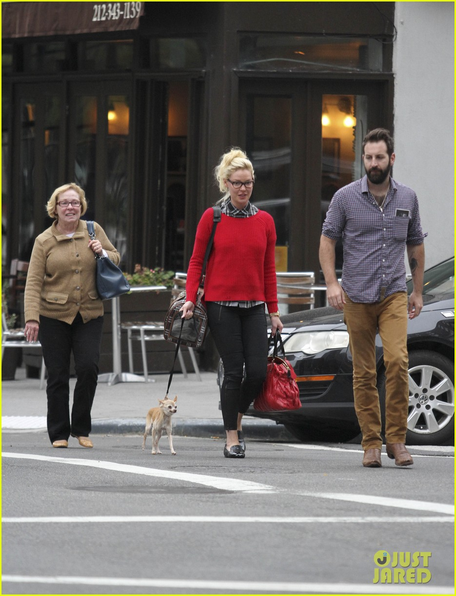 katherine heigl josh kelley tribeca stroll with mom nancy 02