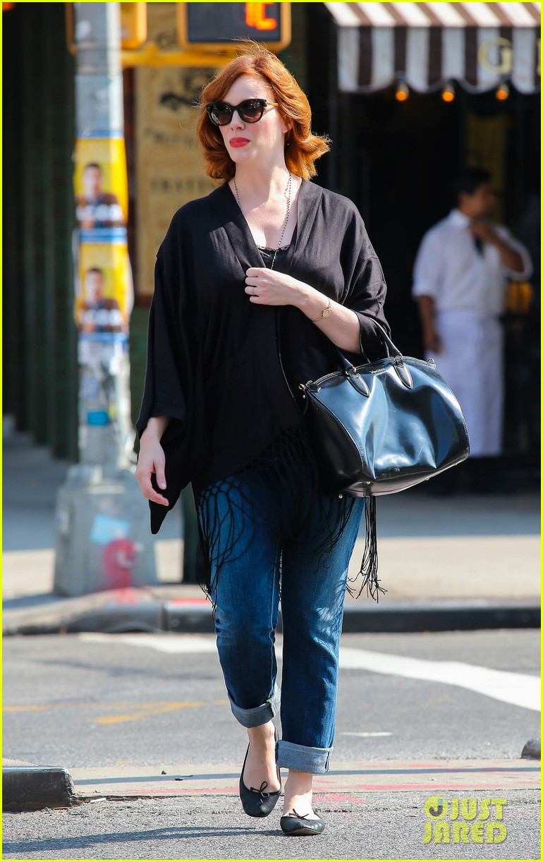 christina hendricks is tres chic in the big apple 072967516