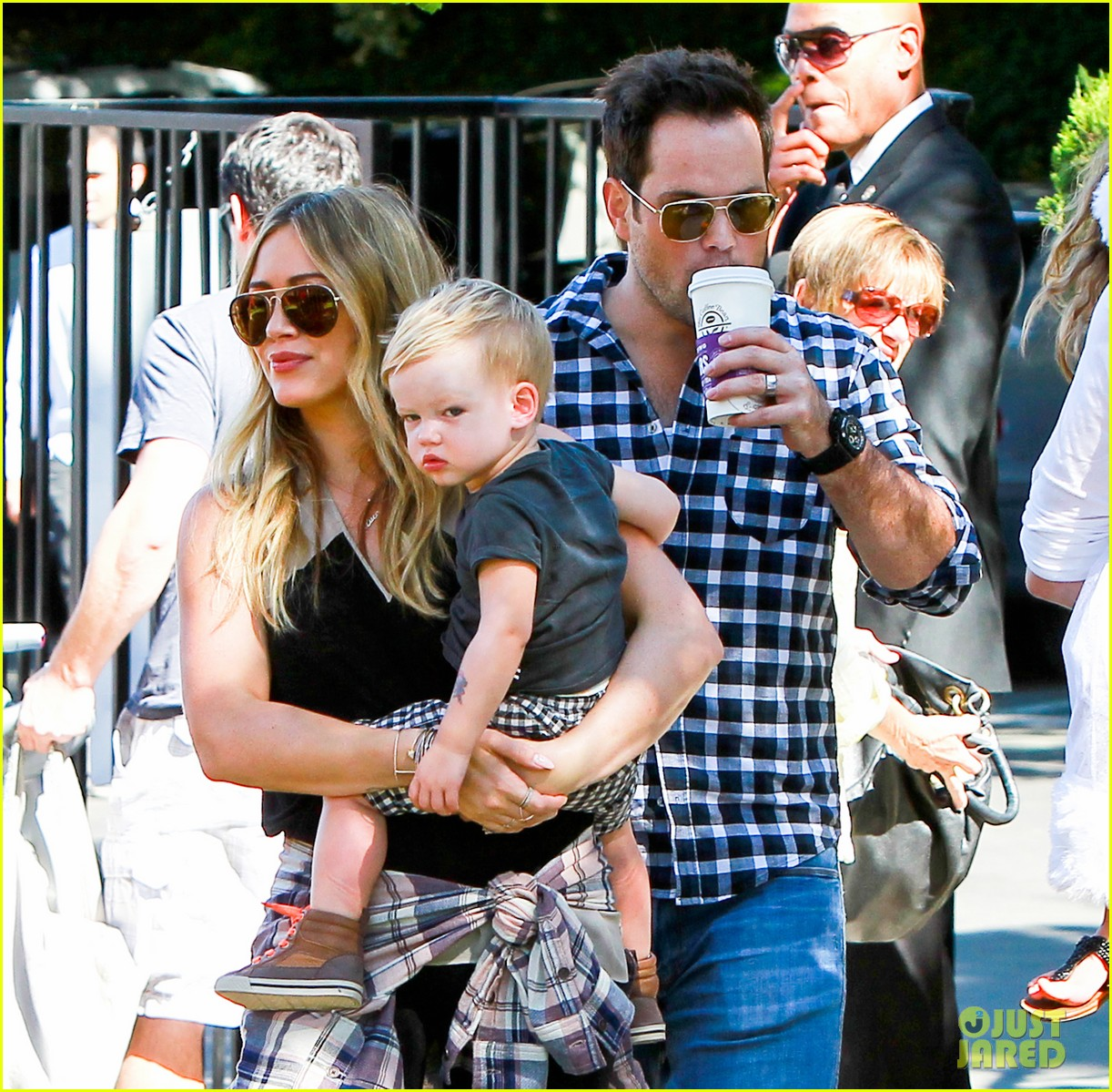 hilary duff mike comrie halloween party with luca 04