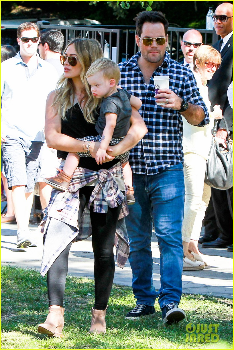 hilary duff mike comrie halloween party with luca 102976054