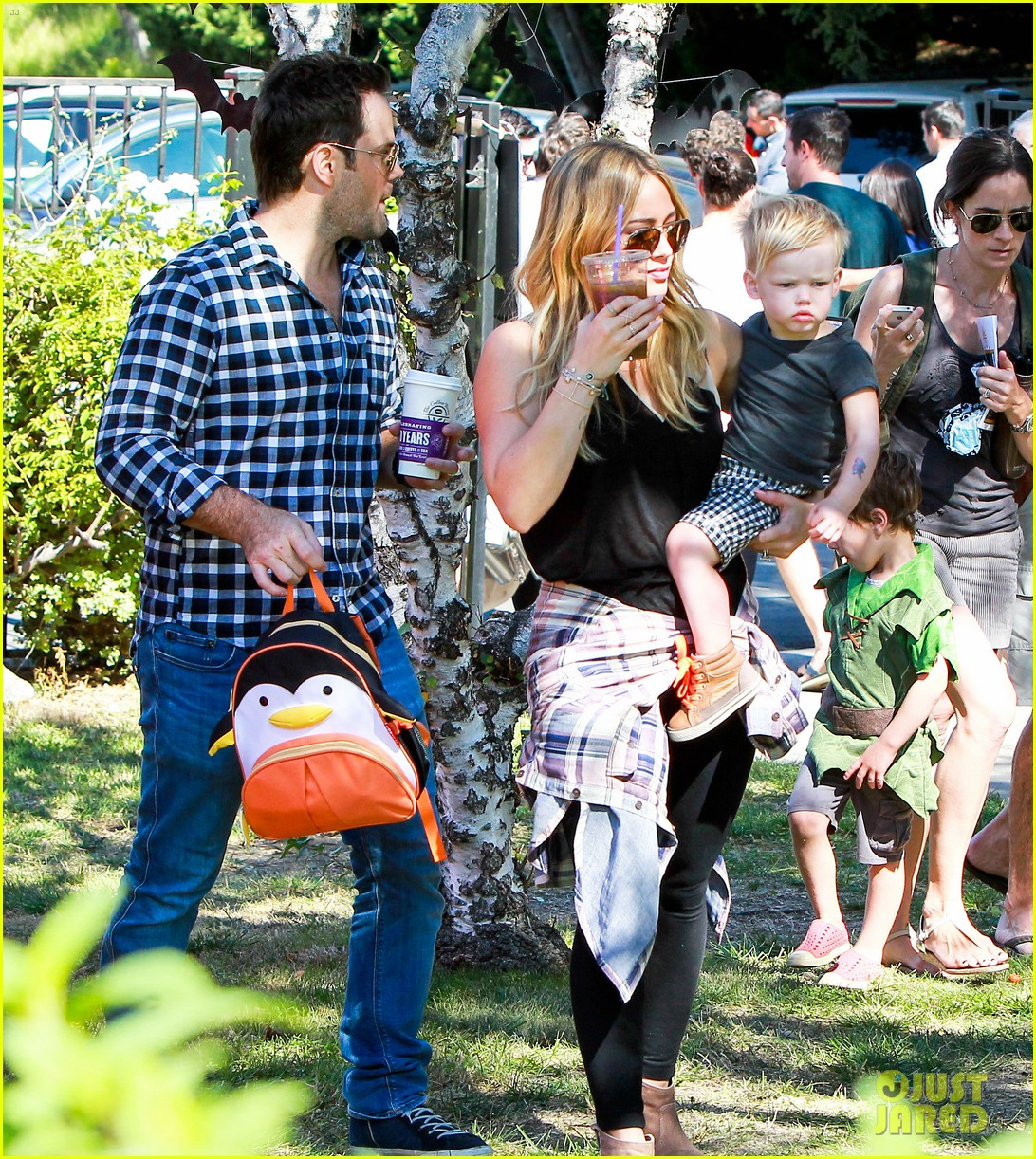 hilary duff mike comrie halloween party with luca 112976055