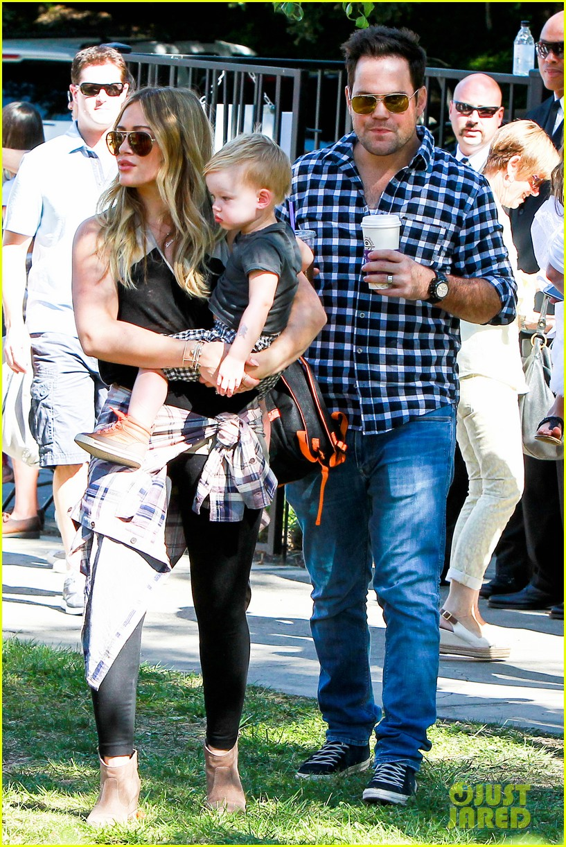 hilary duff mike comrie halloween party with luca 13