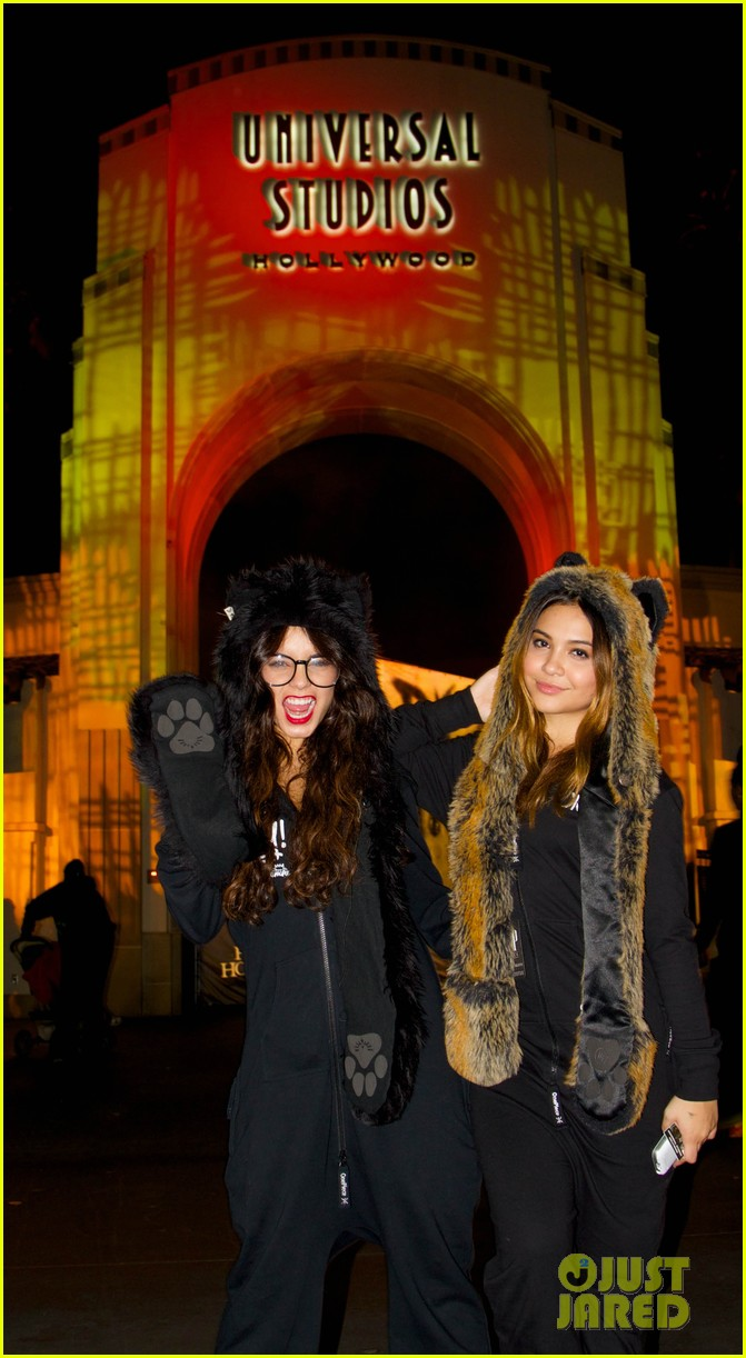 vanessa hudgens halloween horror nights with stella 012982397