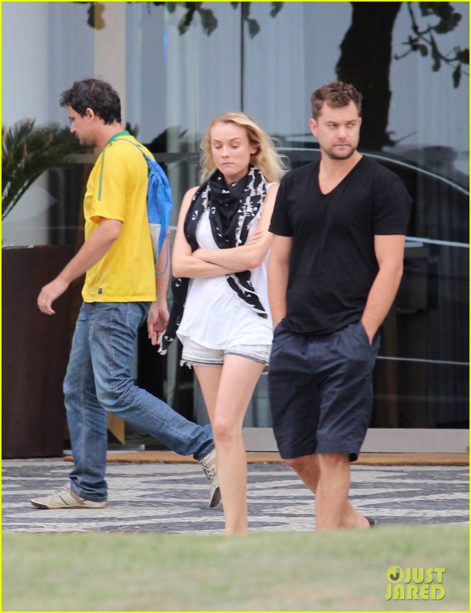 joshua jackson shirtless before day out with diane kruger 01