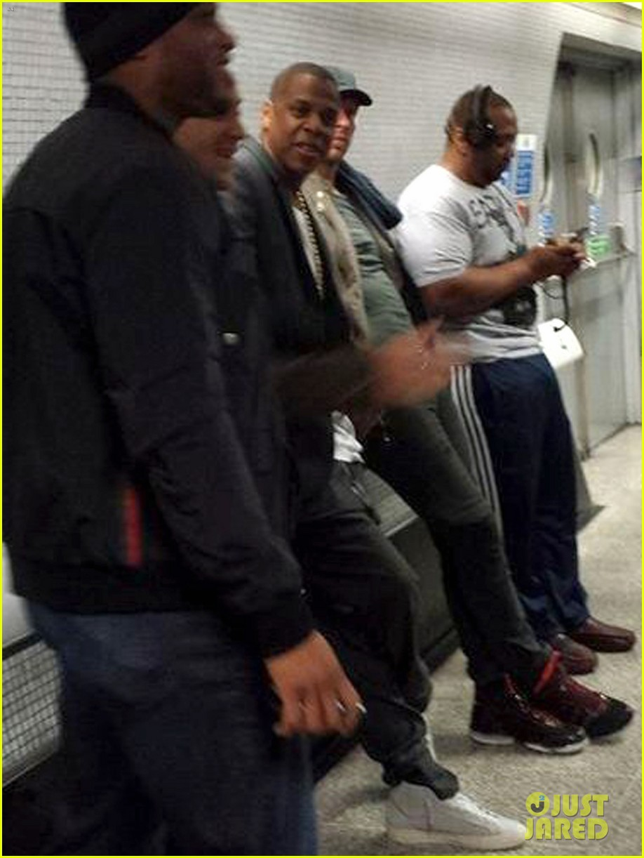 jay z chris martin ride tube to o2 arena. 012971199