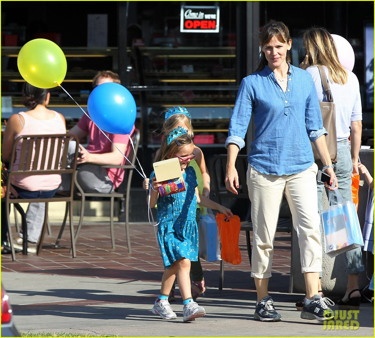 jennifer garner brentwood birthday party with seraphina 10
