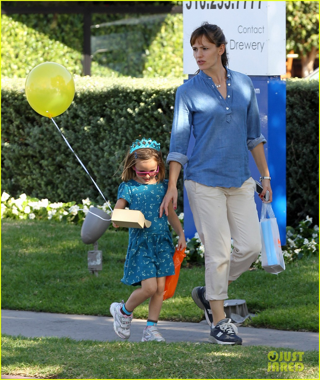 jennifer garner brentwood birthday party with seraphina 142975826