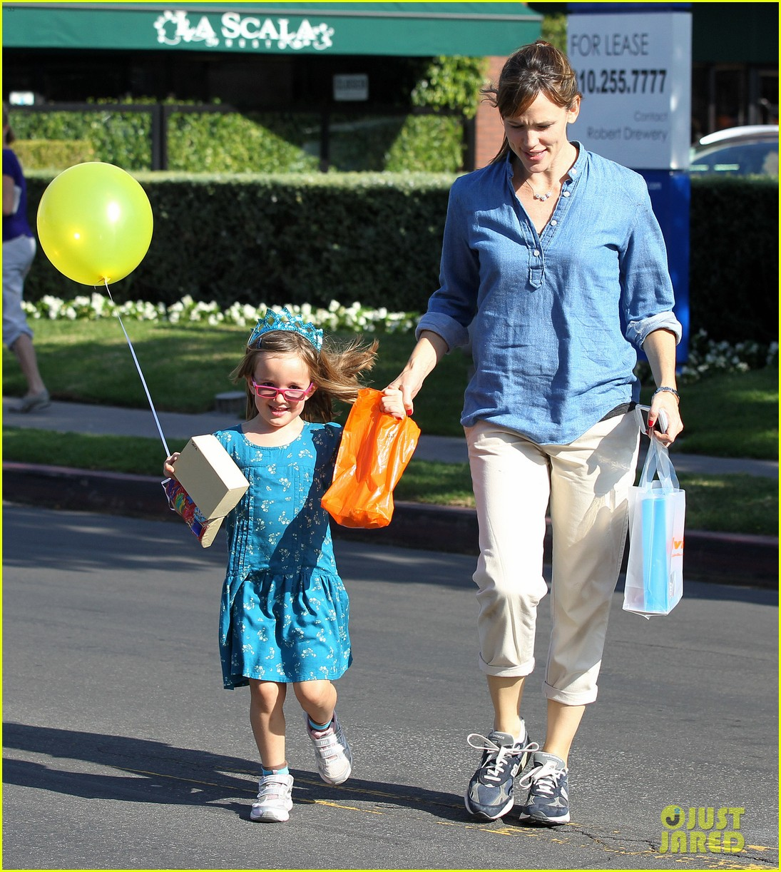 jennifer garner brentwood birthday party with seraphina 19