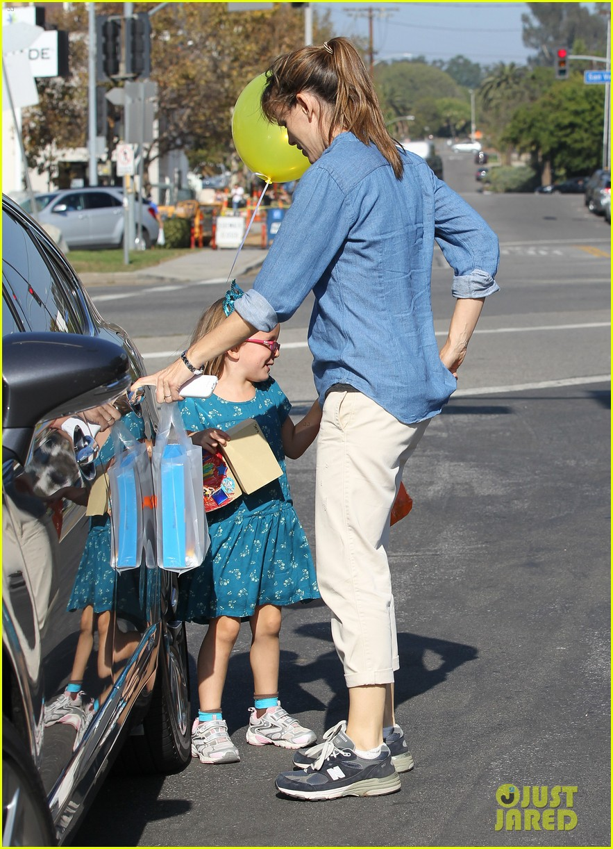 jennifer garner brentwood birthday party with seraphina 22