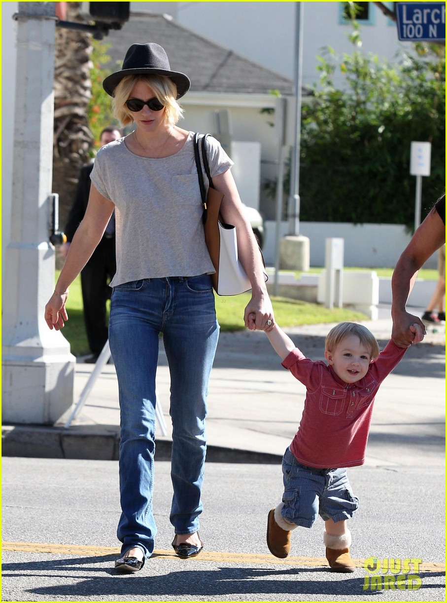 january jones hangs with smiley xander after babys class 212972997