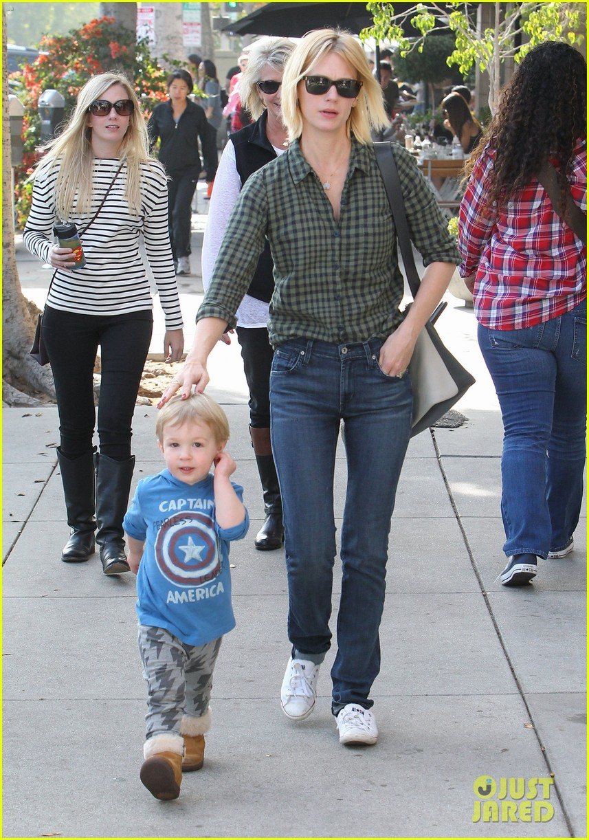 january jones baby boy xander to lunch with friends 05