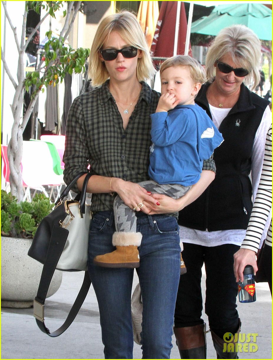 january jones baby boy xander to lunch with friends 112981559