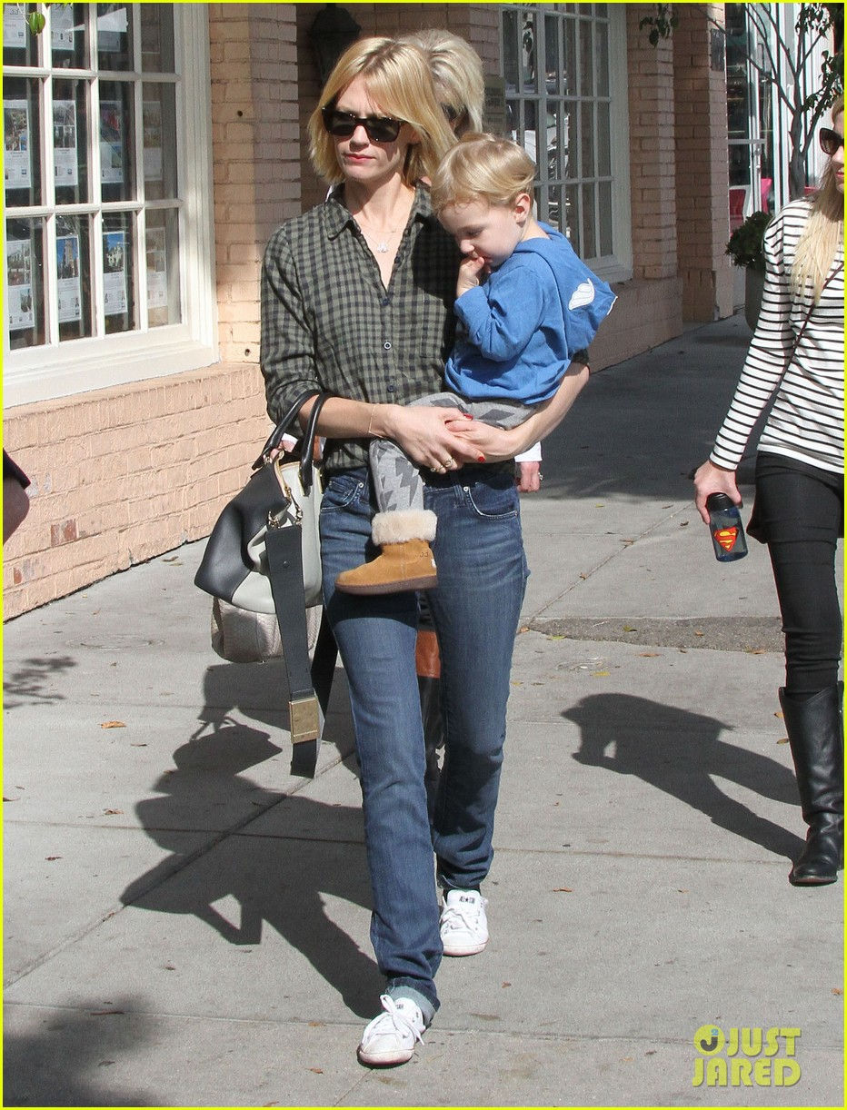january jones baby boy xander to lunch with friends 12