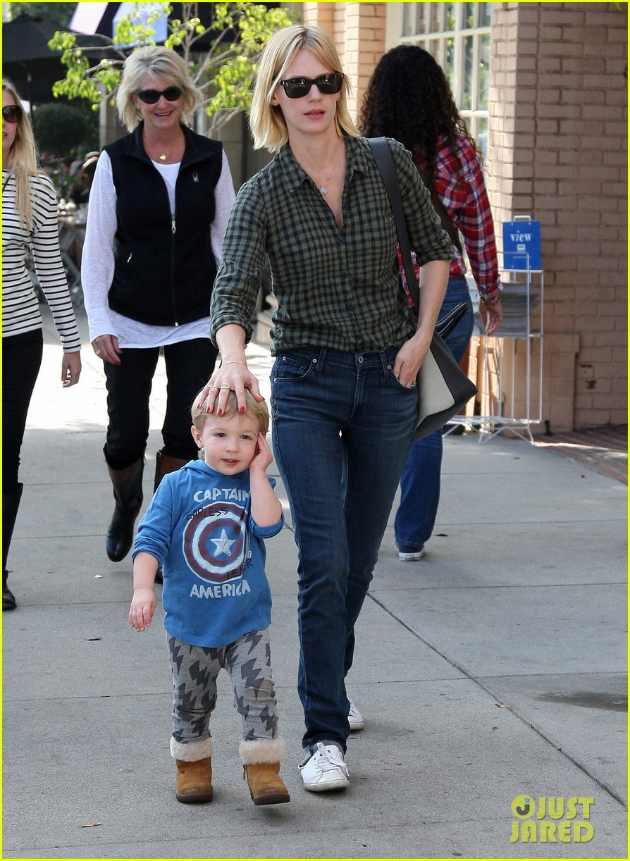 january jones baby boy xander to lunch with friends 202981568