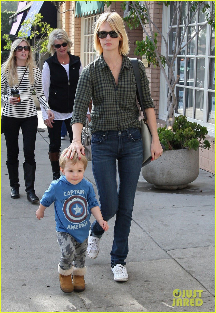 january jones baby boy xander to lunch with friends 212981569