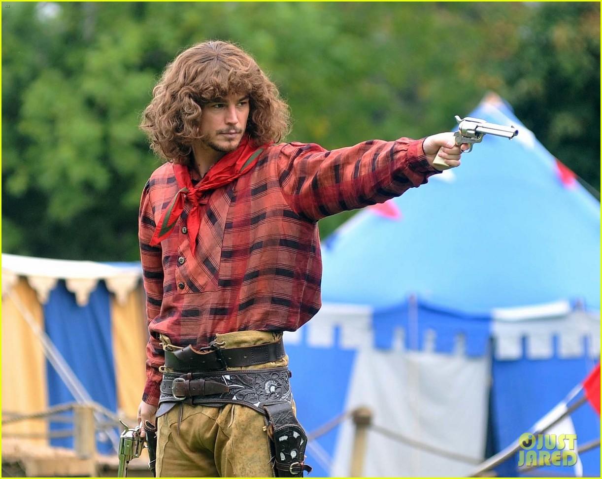 josh hartnett dons huge wig for penny dreadful 072966518