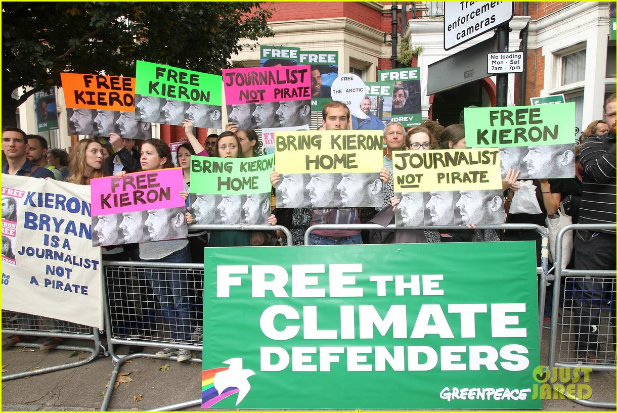 jude law free 30 greenpeace demo 072966427
