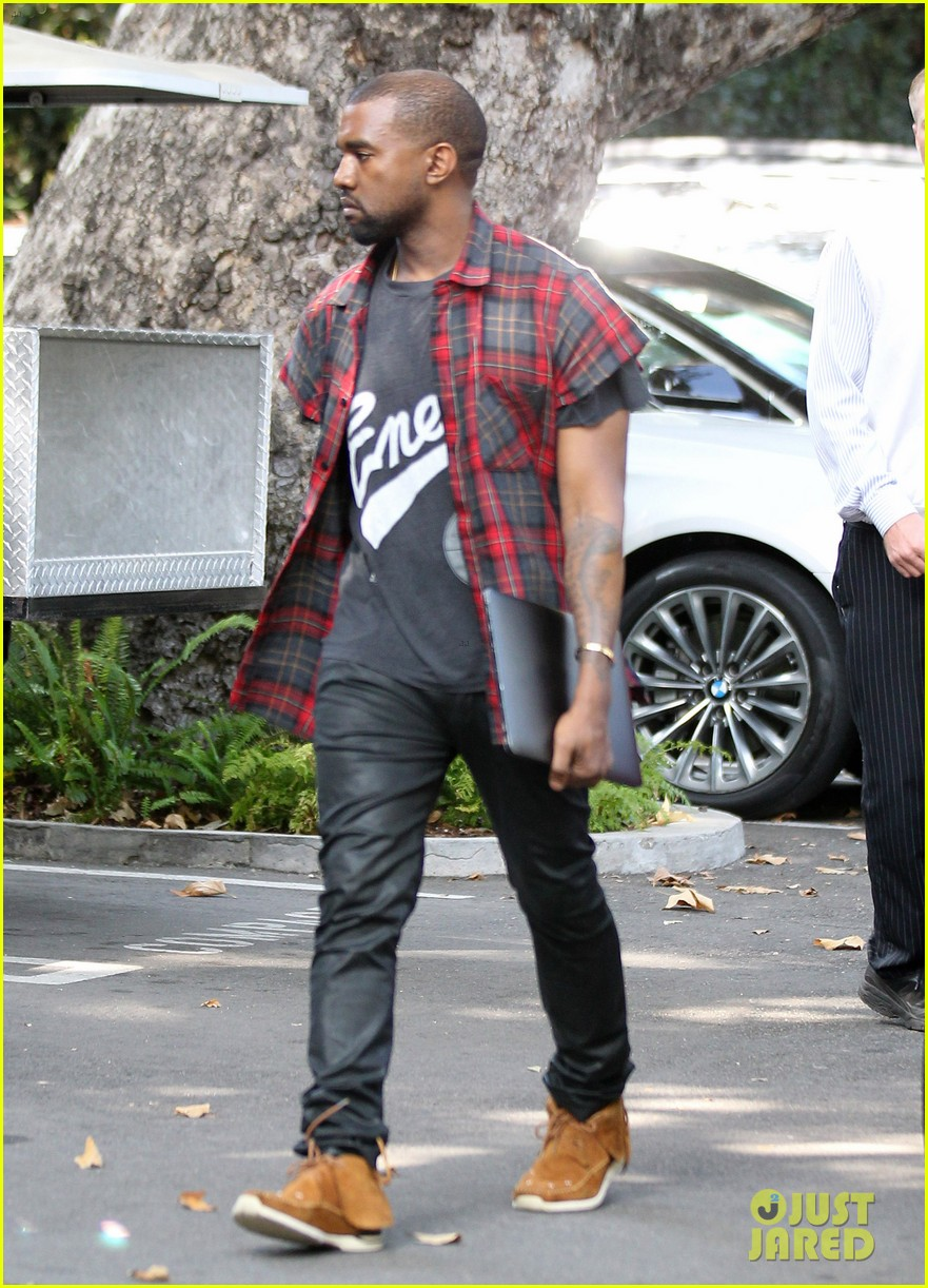 kanye west steps out after kim kardashian engagement 01
