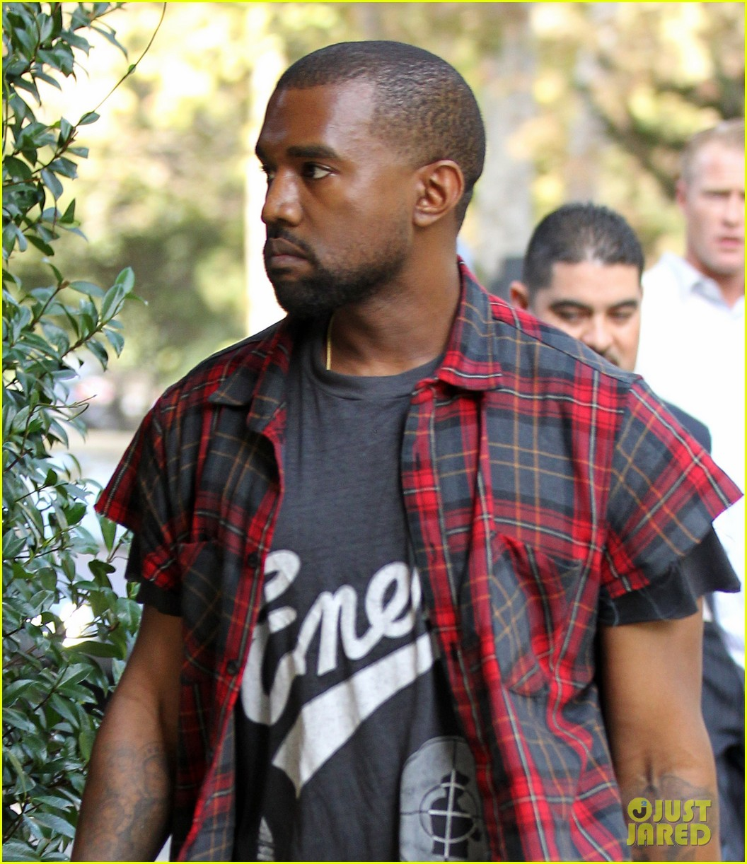 kanye west steps out after kim kardashian engagement 02