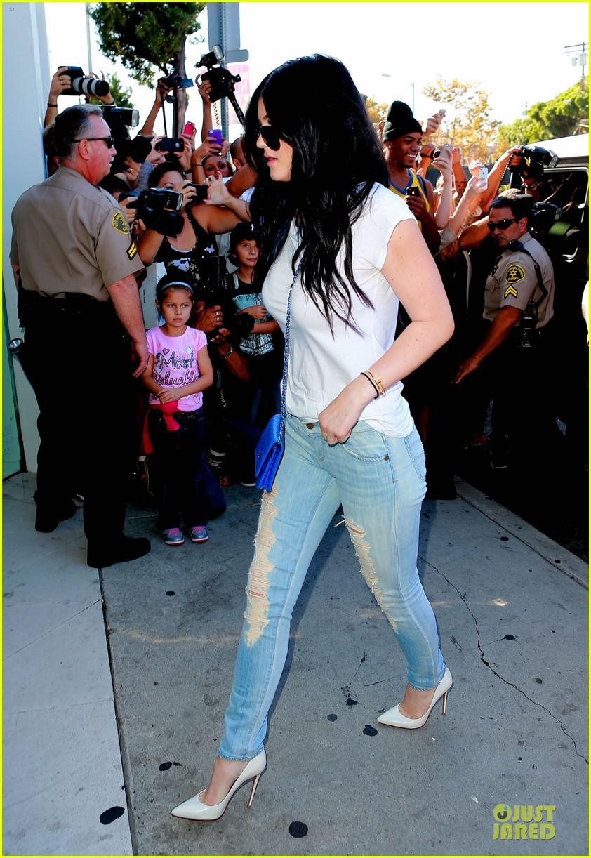kim kardashian kylie jenner dash store visit 10