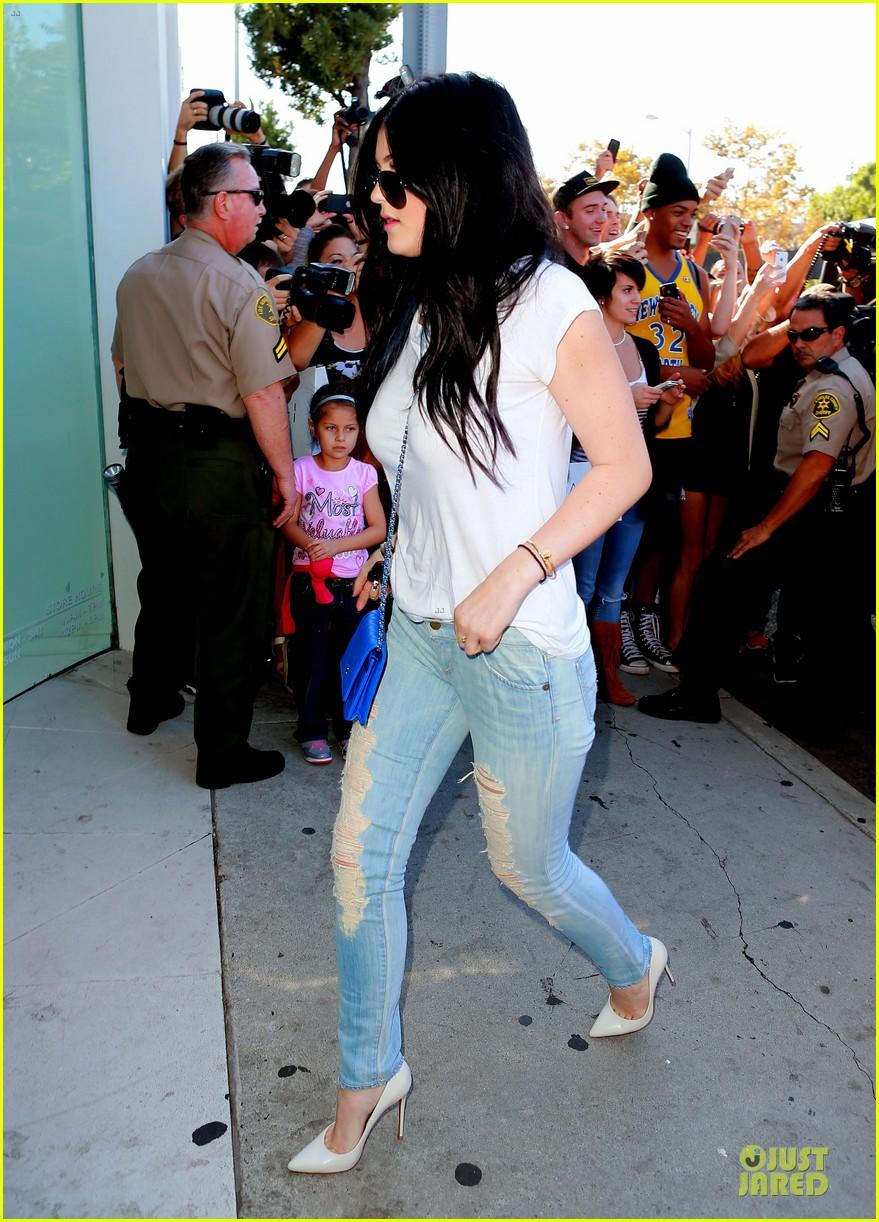 kim kardashian kylie jenner dash store visit 11
