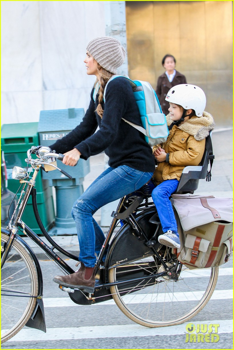 keri russel laughs with river after bike ride 03