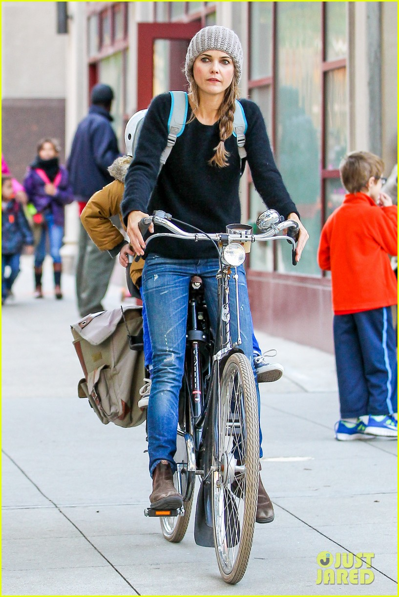 keri russel laughs with river after bike ride 15