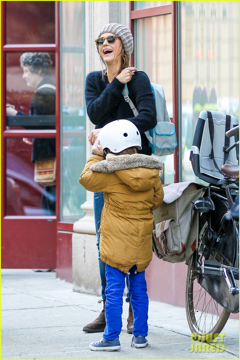 keri russel laughs with river after bike ride 16
