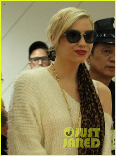 kesha arrives in phillippines ahead of concert 022977838