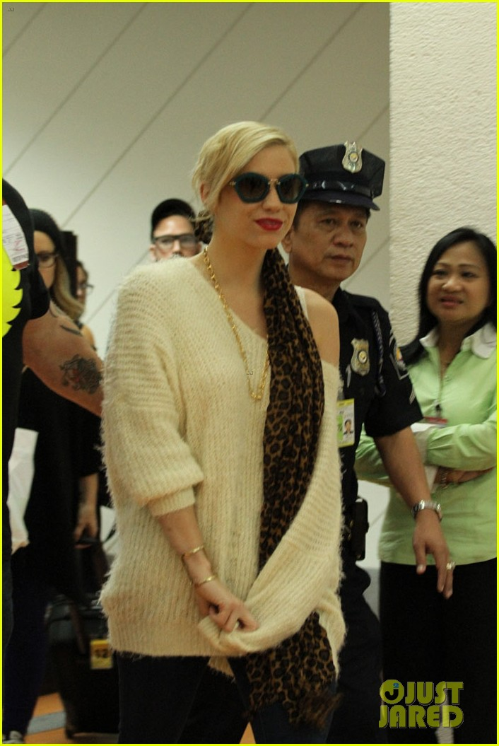 kesha arrives in phillippines ahead of concert 052977841