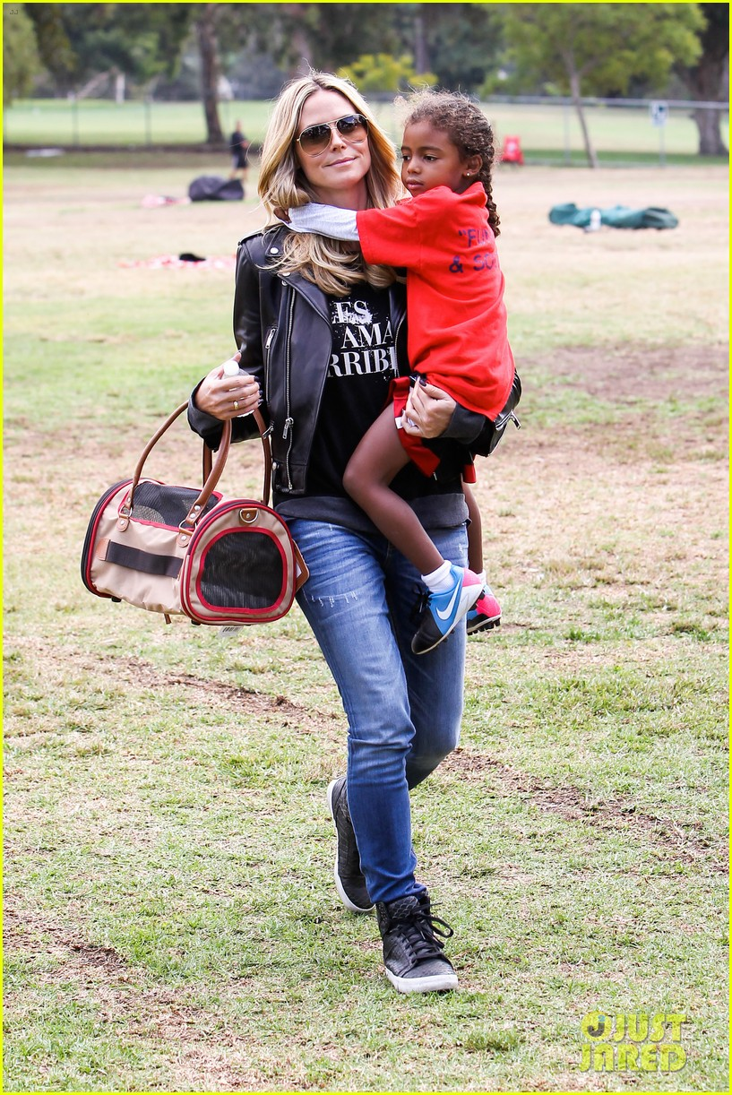 heidi klum reunites with ex husband seal gives him a kiss 012971842