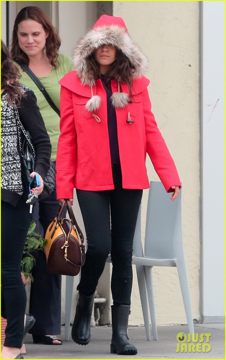 mila kunis wears winter coat for lunch with pals 19