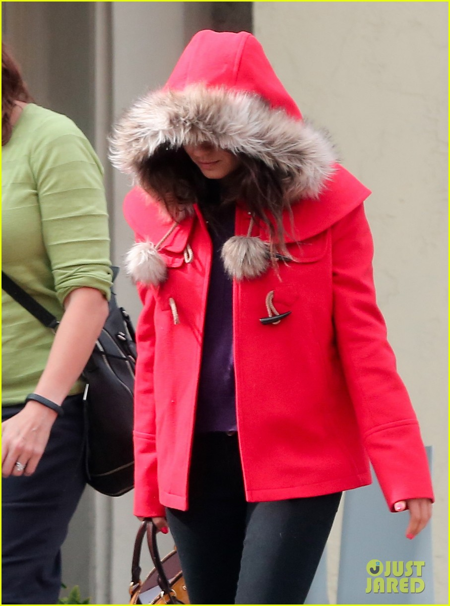 mila kunis wears winter coat for lunch with pals 222969563