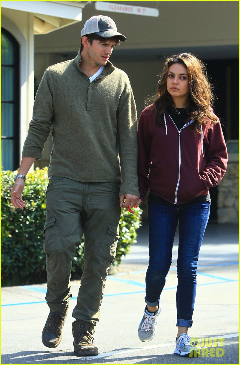 ashton kutchers opens car door for mila kunis 102971381