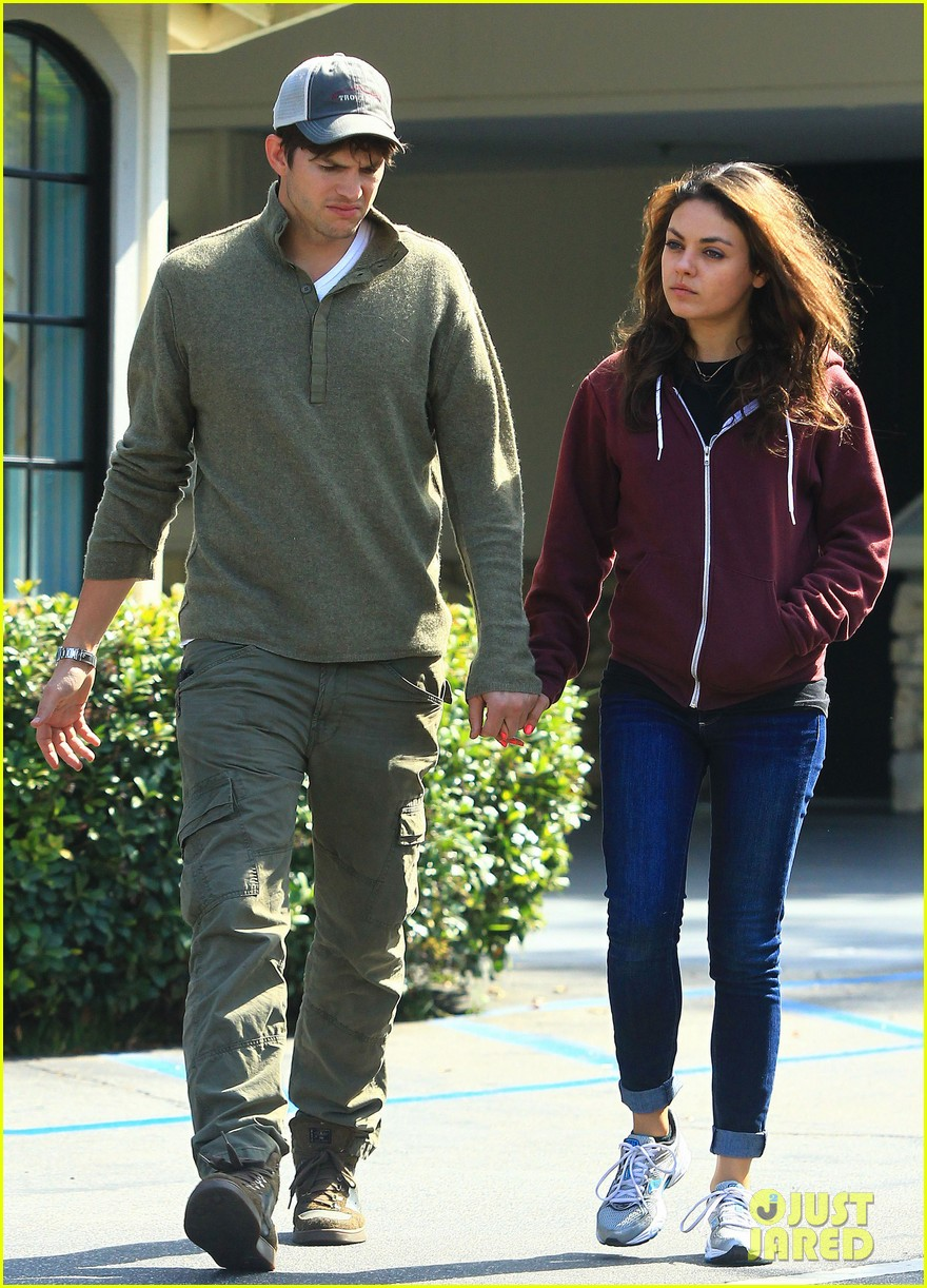 ashton kutchers opens car door for mila kunis 12