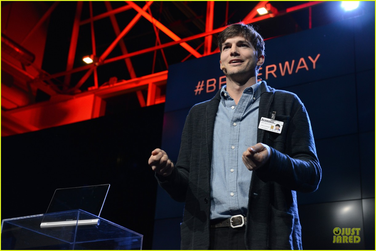 ashton kutcher lenovo product engineer at yoga tablet launch 102982716