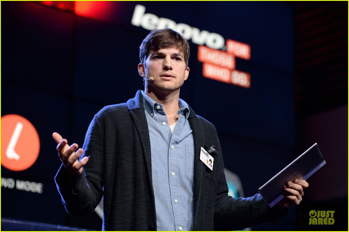 ashton kutcher lenovo product engineer at yoga tablet launch 132982719