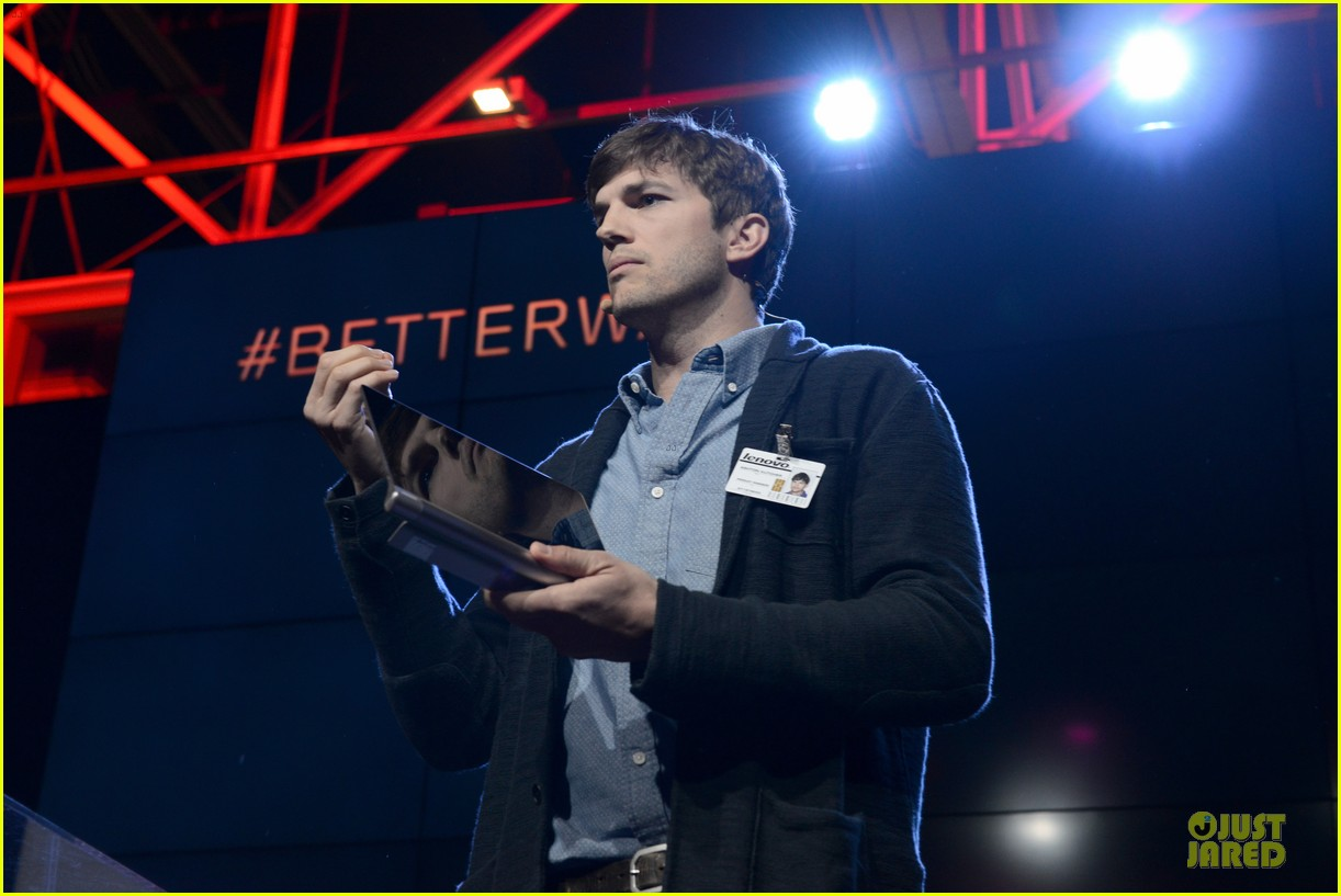 ashton kutcher lenovo product engineer at yoga tablet launch 16