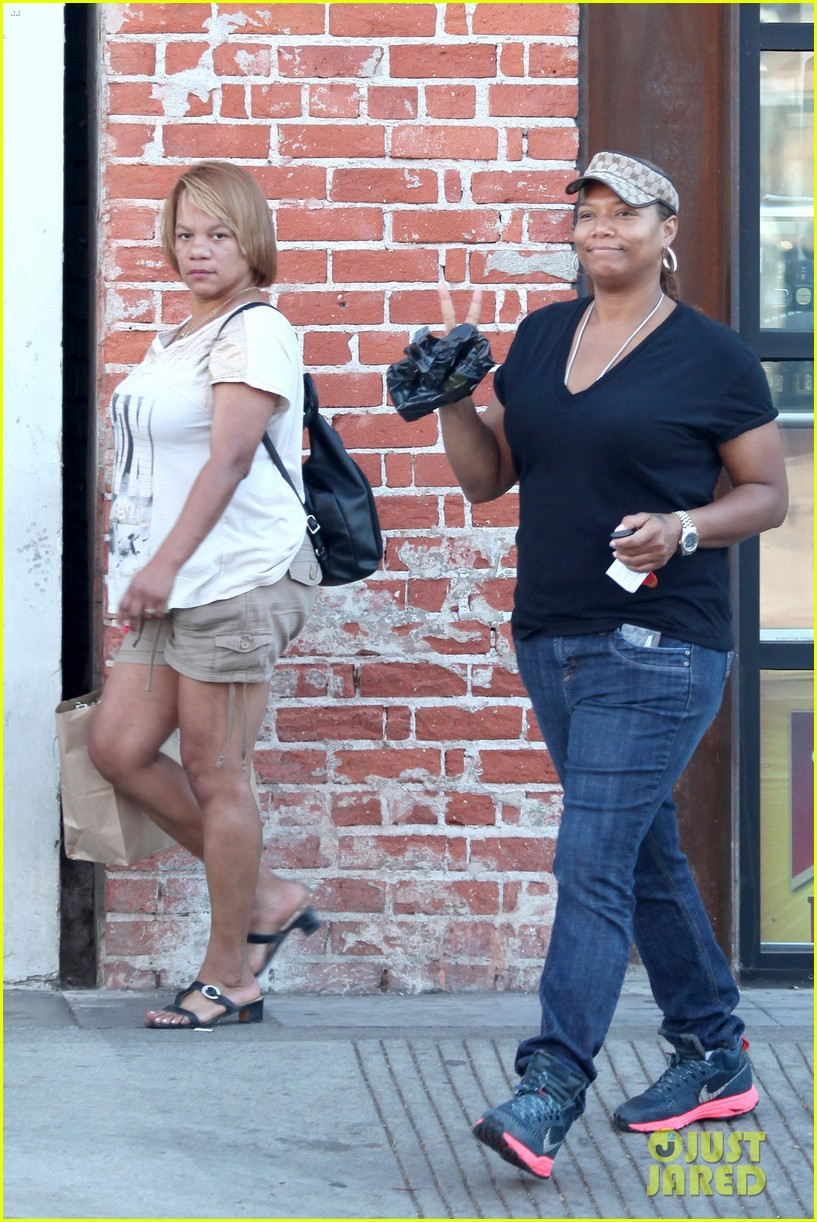 queen latifah recuts rihanna stay video to include herself 05