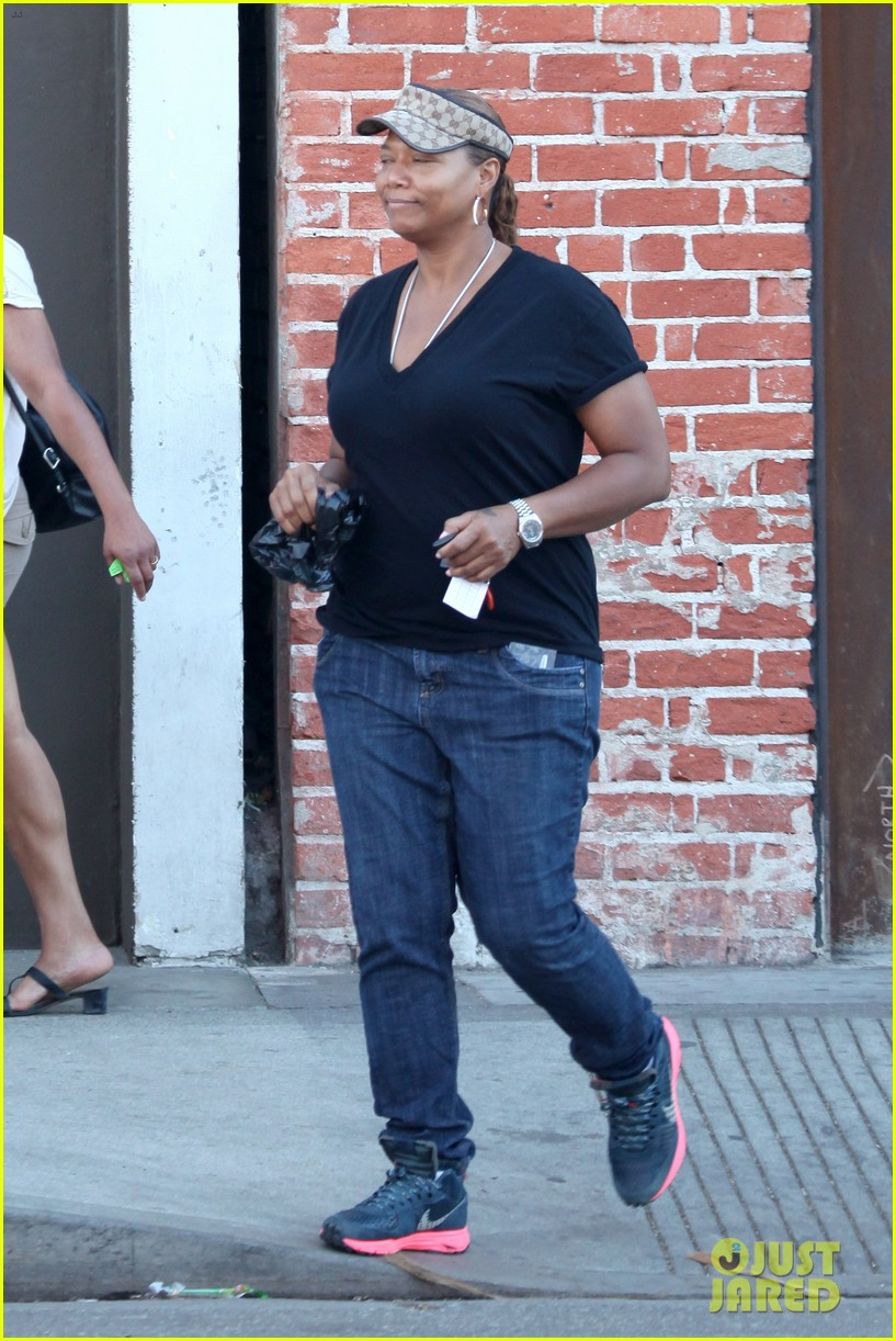 queen latifah recuts rihanna stay video to include herself 062963335