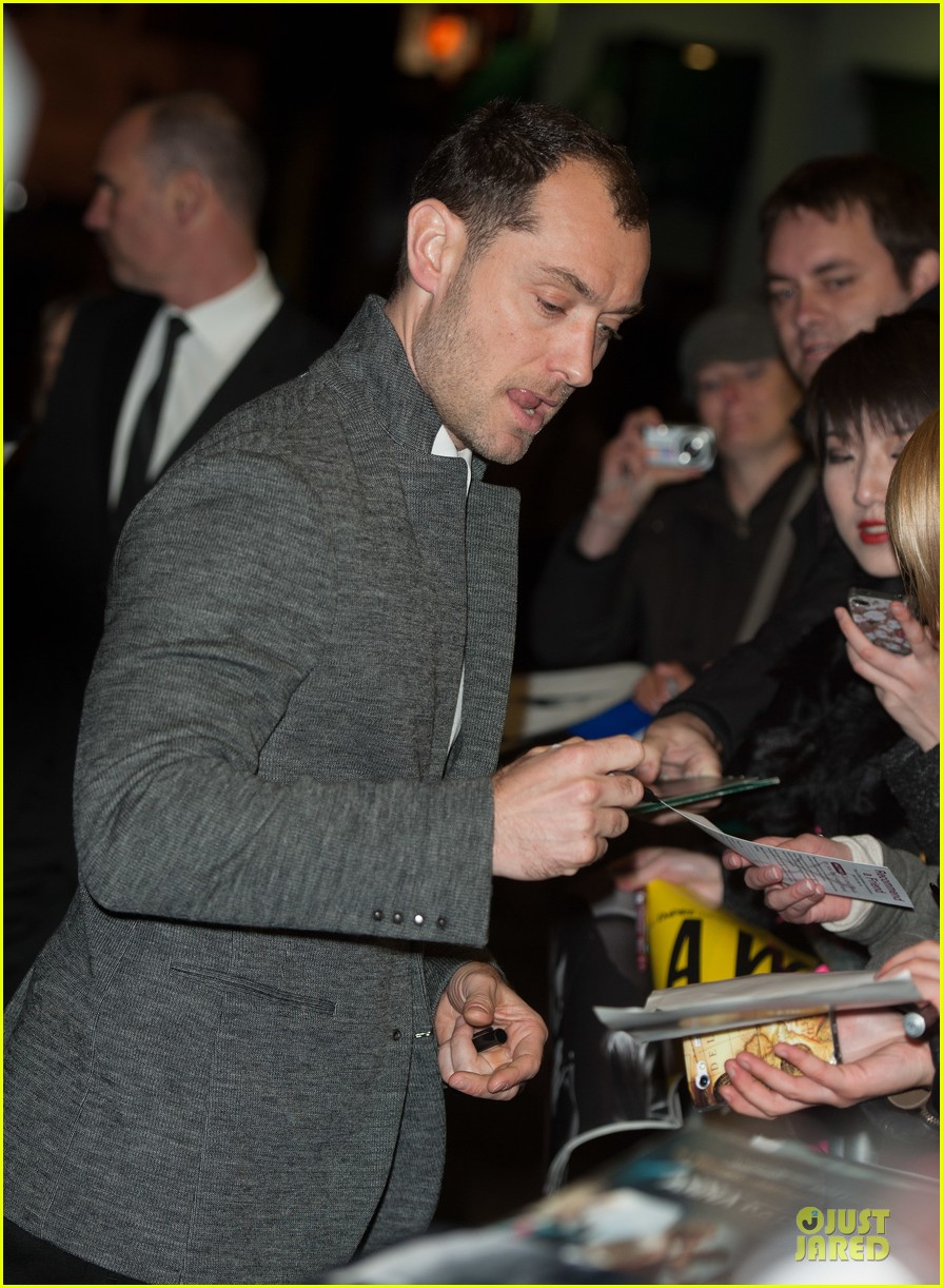 jude law dom hemingway london premiere 03