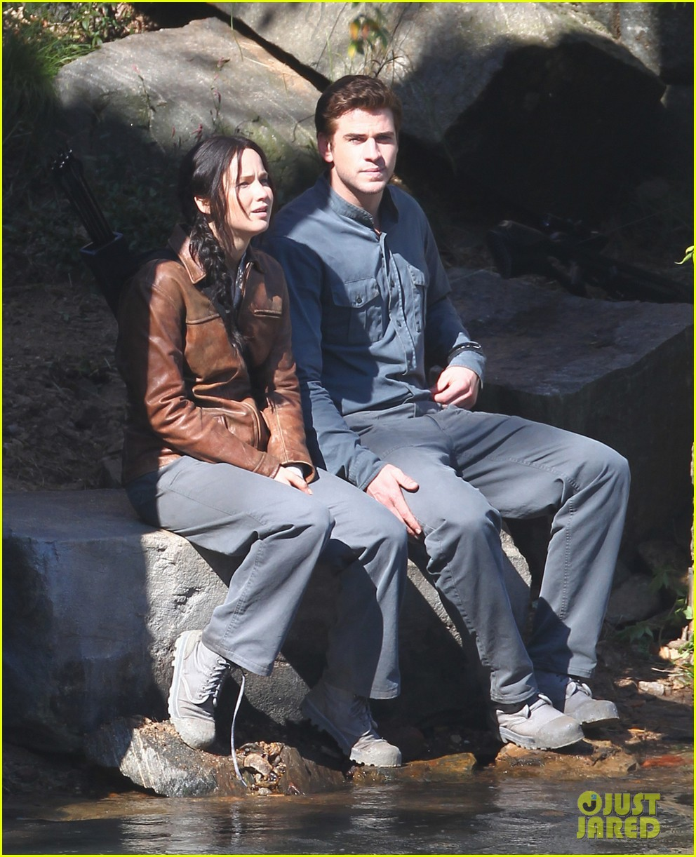 jennifer lawrence leans on liam hemsworth for mockingjay 05