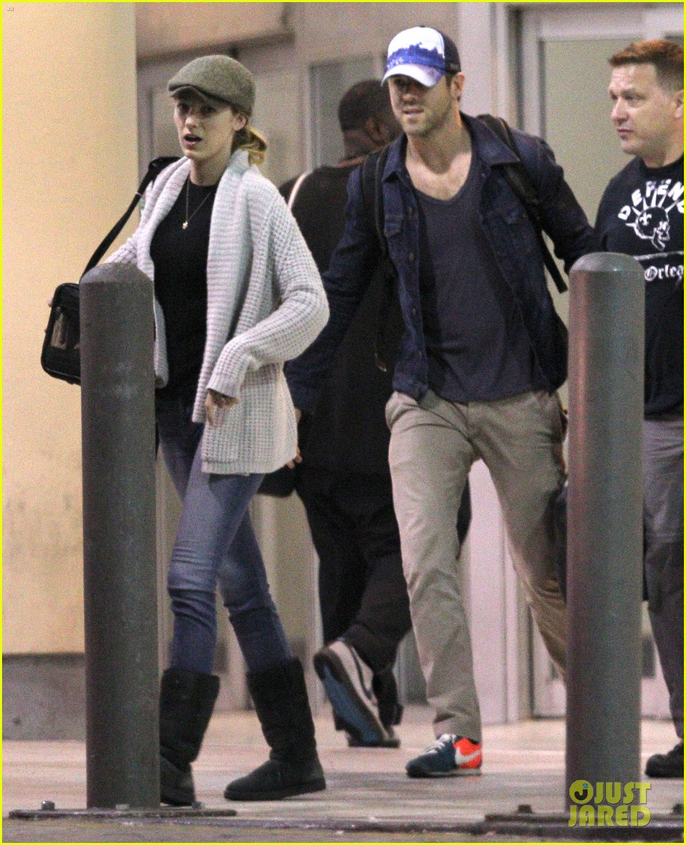 blake lively ryan reynolds touch down in new orleans 05