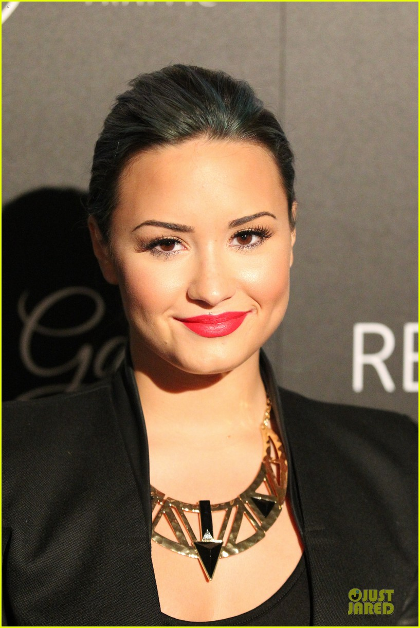 demi lovato redlight traffic app launch 042974768