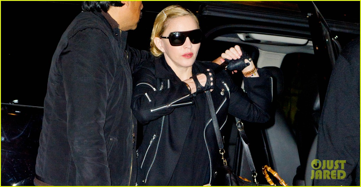 madonna takes flight after movie theater banning from texting 032972431