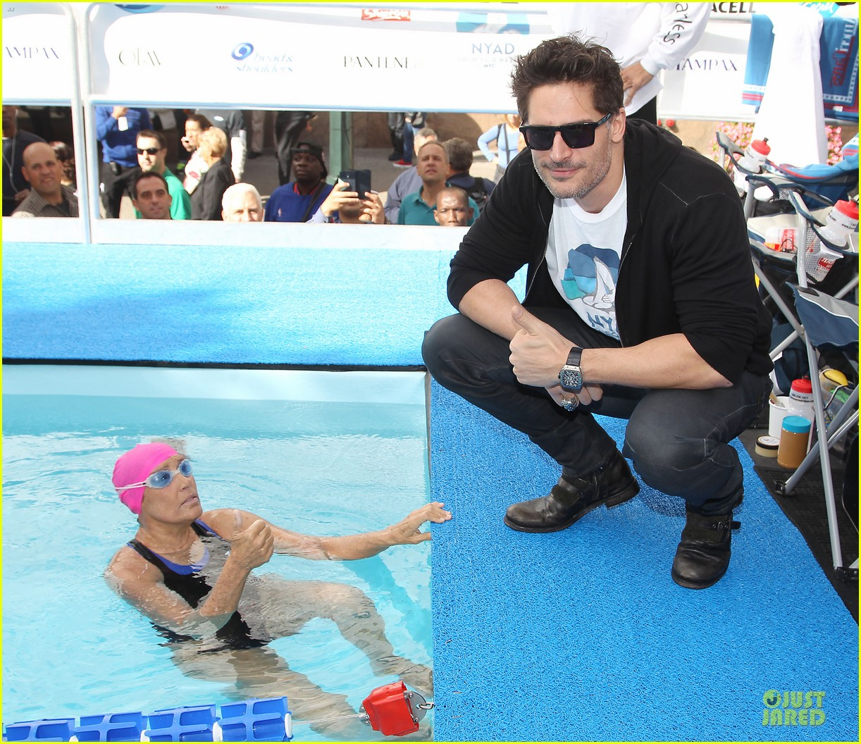 joe manganiello cheers for diana nyad swim for relief 032968535