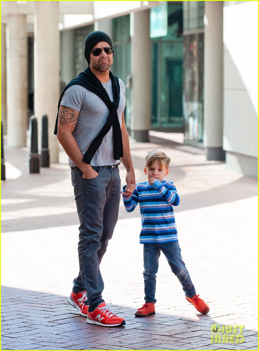 ricky martin spends time with sons during australian tour 02