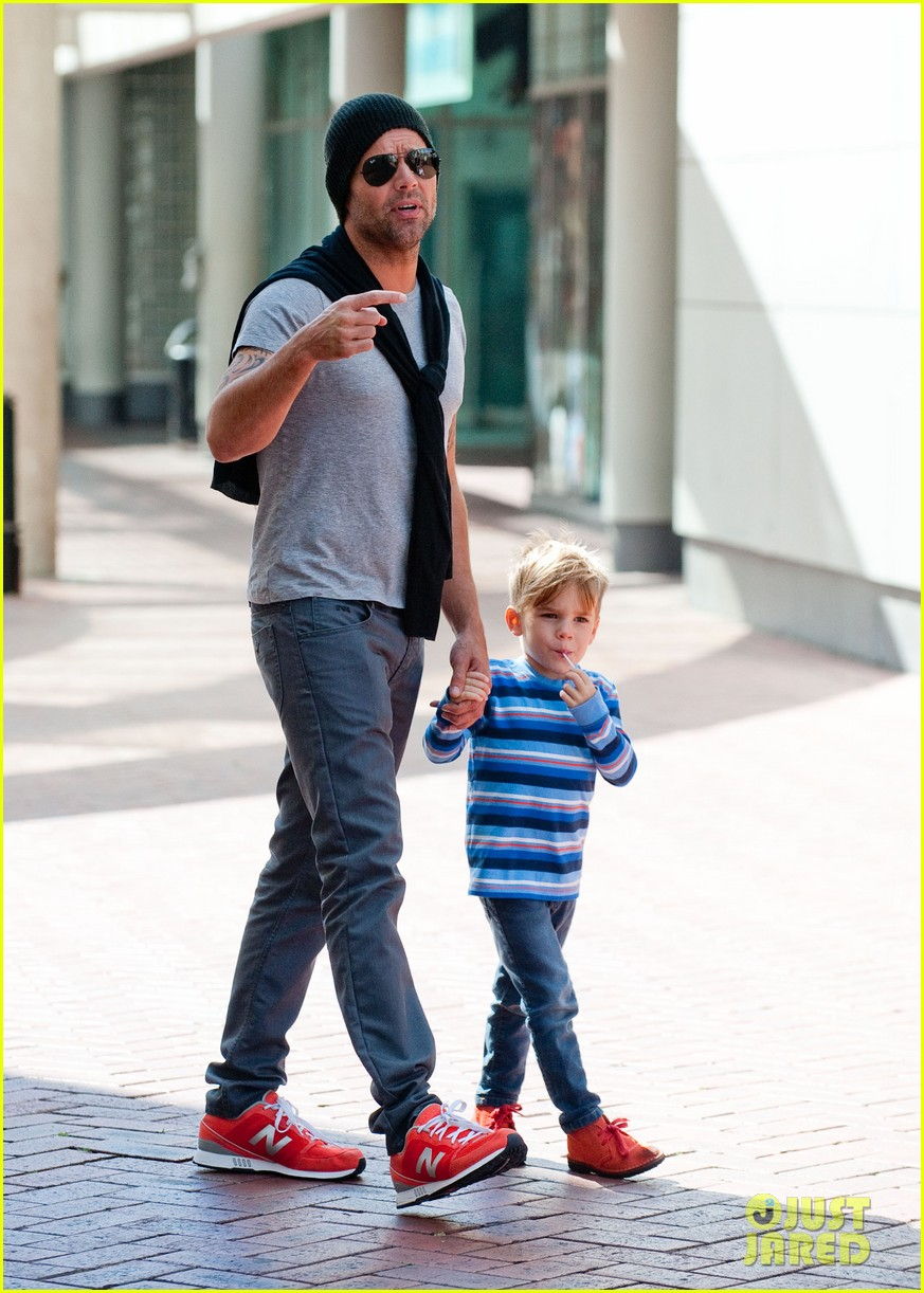 ricky martin spends time with sons during australian tour 03