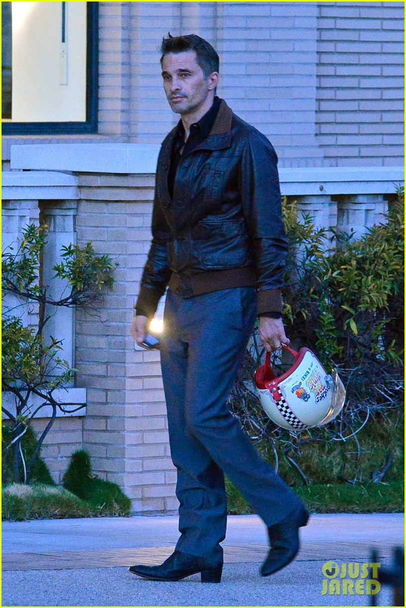new dad olivier martinez goes solo while running errands 02